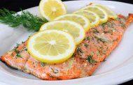 ماهی سالمون با جعفری و لیمو ترش