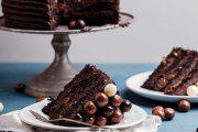 شیرینی شکلات و قهوه