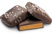 شکلات تلخ تخته ای با نمک دریایی