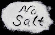 7 دلیل که چرا باید کمتر نمک بخورید