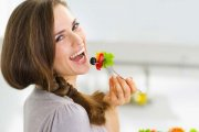 نقش تغذیه در سلامت موها