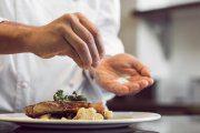 چگونه مشکل غذائی که شور شده را حل کنیم؟