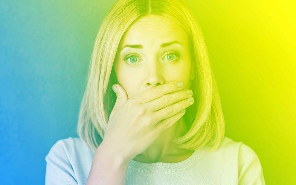 5 دلیل بوی بد دهان