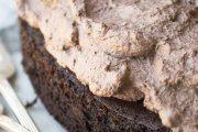 کیک شکلاتی خامه ای کینوا
