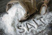9 روش استفاده از نمک دریا بر روی زیبایی