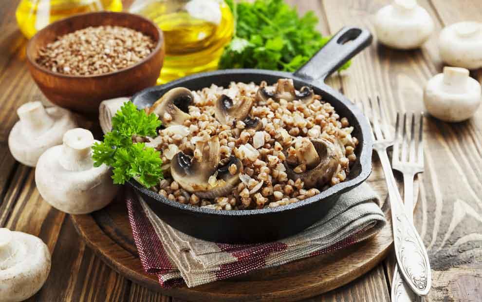 طرز تهیه گرچوتو (Grechotto) (نوعی غذای روسی) با گندم سیاه، خامه و قارچ
