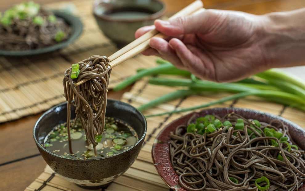 سوبا یا نودل ژاپنی با آرد گندم سیاه