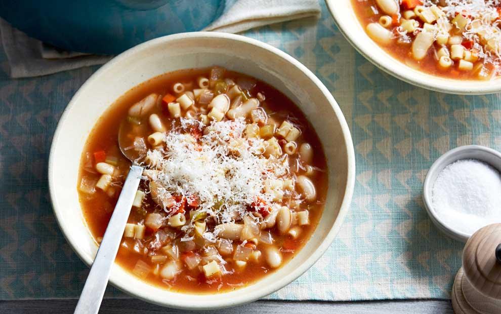 سوپ لوبیا با پاستا و گوشت